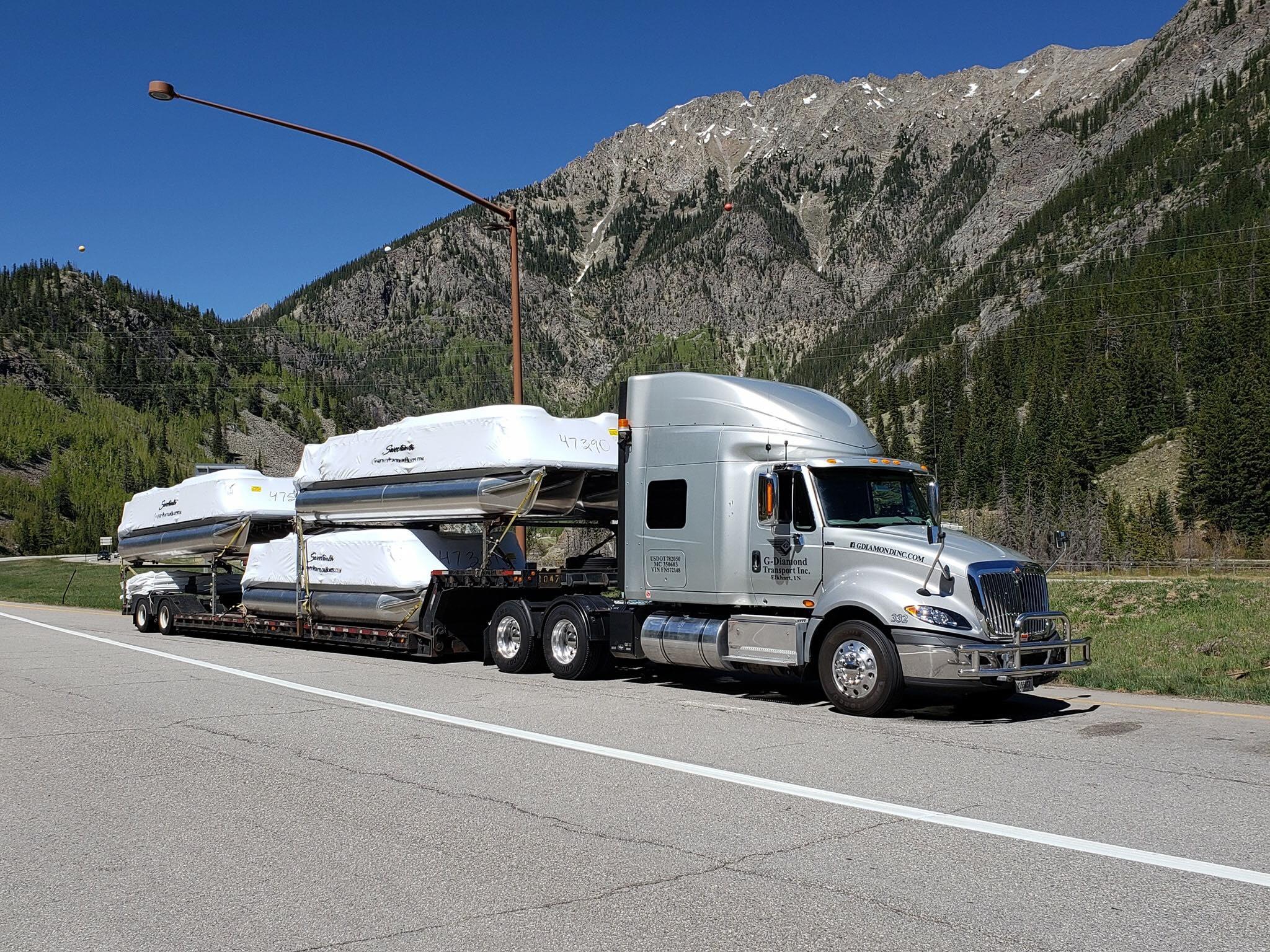semi hauling boats